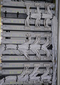 847px-Switches_in_rack